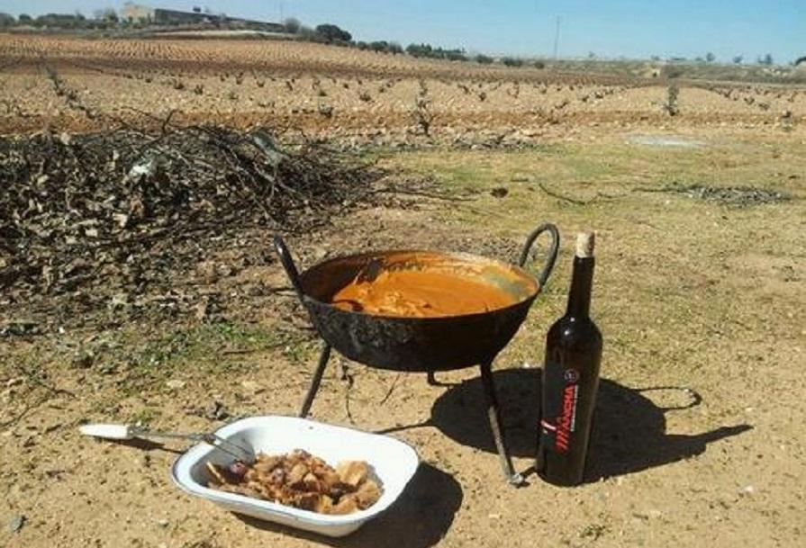Gachas manchegas y vino de La Mancha, en el Día de C-LM