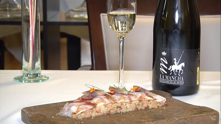 Migas de Vendimia con panceta y sardinas maridado con espumoso D.O. La Mancha